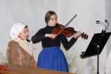 Houslistka folklórního souboru Borověnka